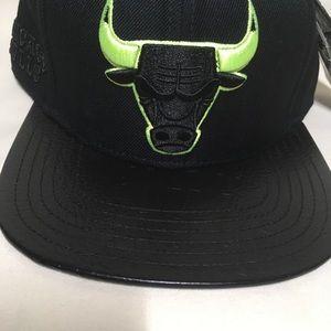 99b5a264e816b Pro Standard Accessories - Chicago Bulls black volt strapback hat